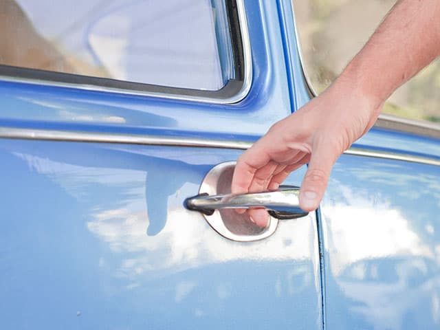5 things to do if you locked keys in car